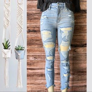 ○ American Eagle Jeans ○